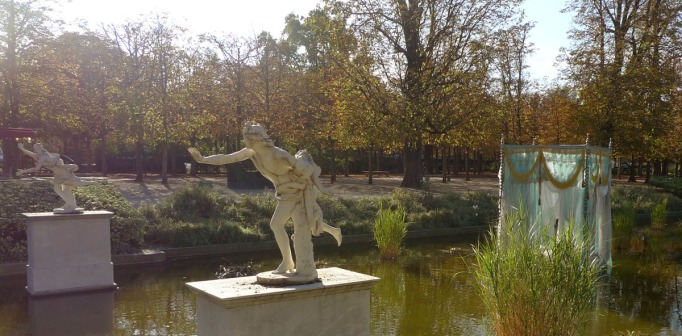 02-Tuileries_Baldaquin_statues