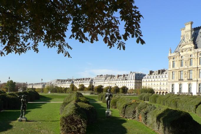 03-Tuileries_jardin_vide_statues