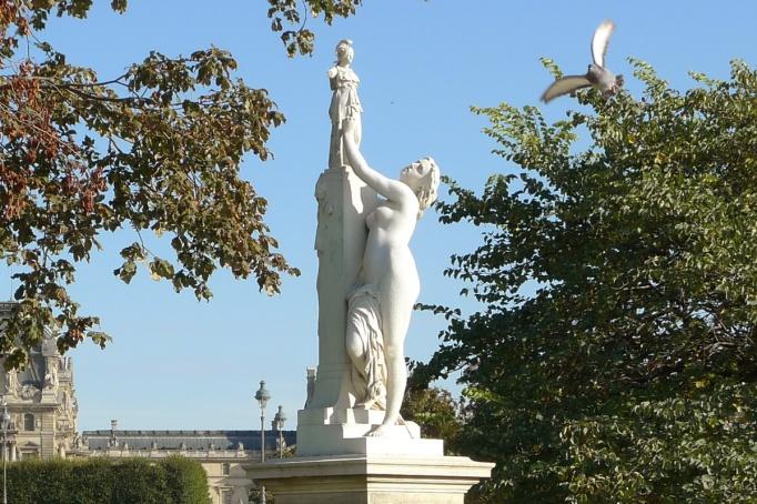 04-Tuileries_Jardin_vide_statue_oiseau