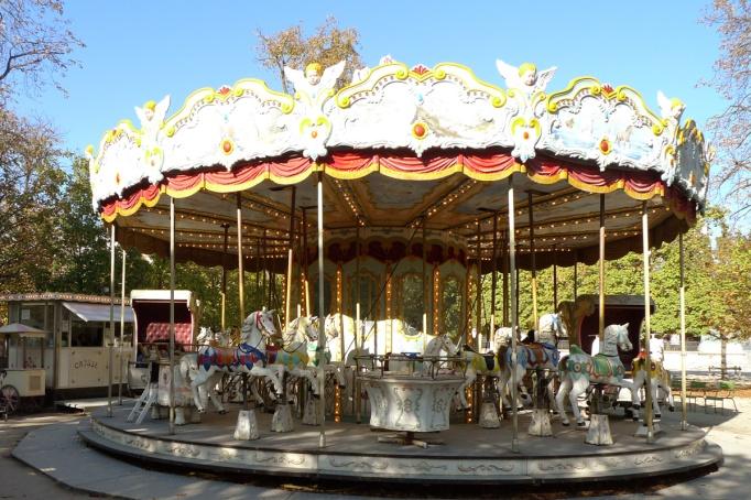 07-Tuileries_jardin_vide_manege