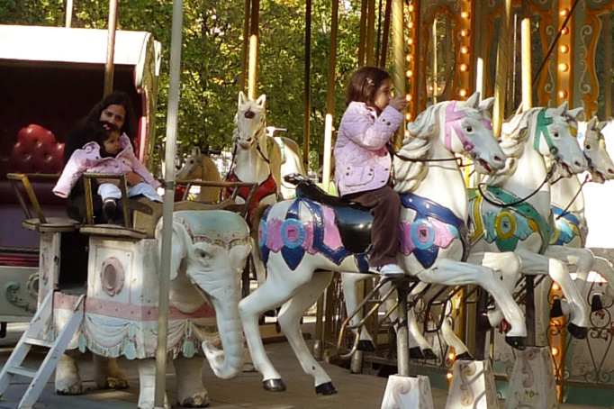 08-Tuileries_carousel_enfants