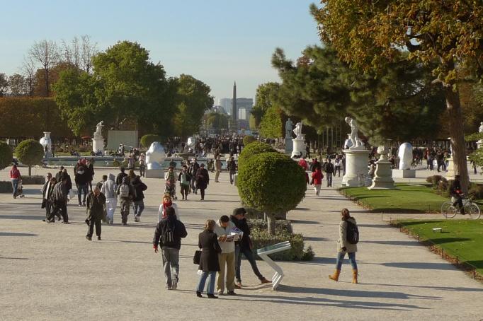 09-Tuileries_jardin_foule
