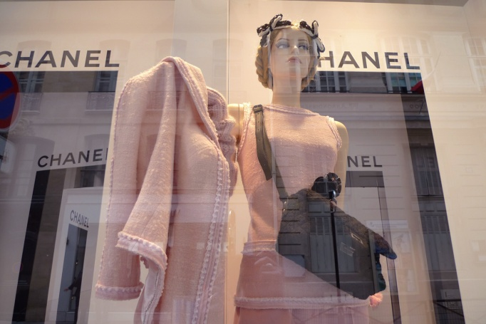 03-CHANEL_vitrine_veste_rose