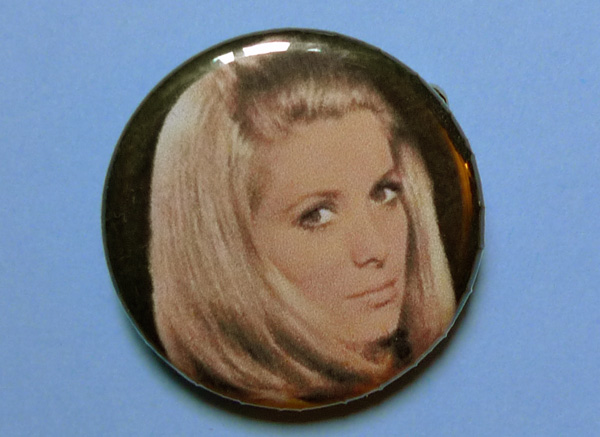 04-blog_stephanie_badge_deneuve