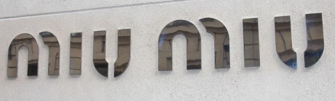 04-Miu_Miu_enseigne