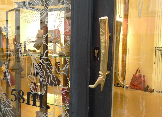 05-58M_boutique_porte