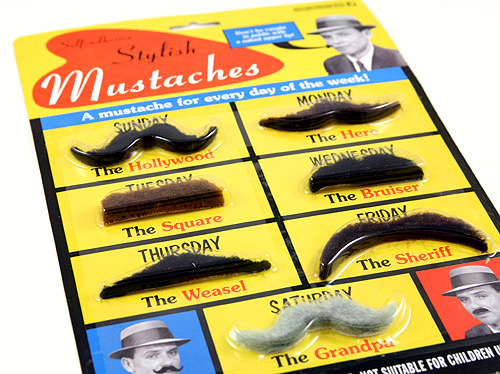 Lot de sept fausses moustaches auto-adhésives - 8.80€
