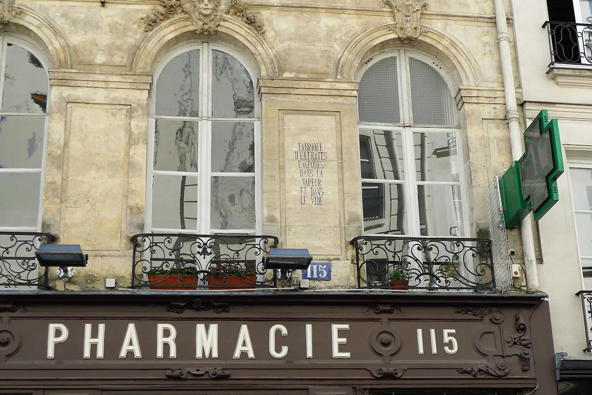 Vieilleries et nouveaut s rue saint honor chic geek for Fenetre haussmannienne