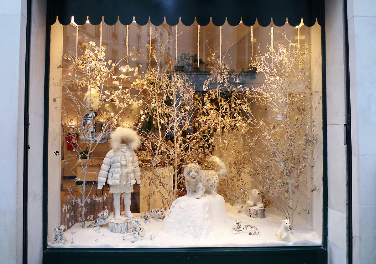 Les vitrines musicales chic geek - Decoration vitrine noel magasin ...