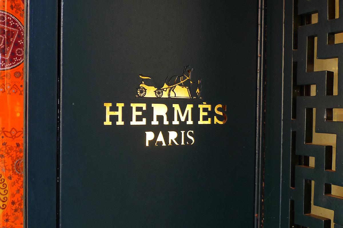 hermes boutique enseigne porte chic geek. Black Bedroom Furniture Sets. Home Design Ideas