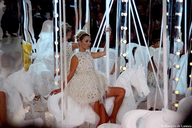 Louis-Vuitton-SS2012-Kate-Moss-Amazone