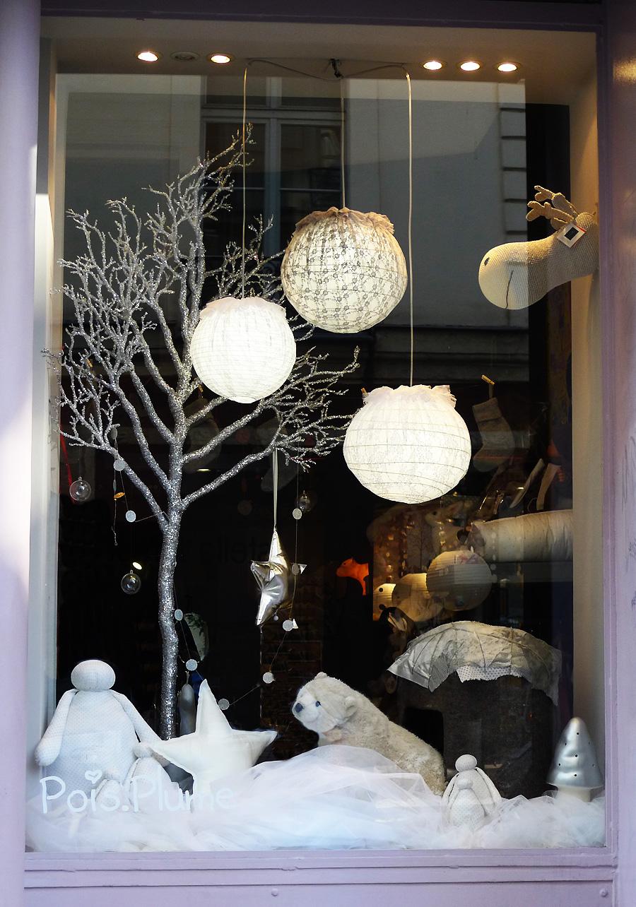 Pois plume vitrine noel droite chic geek - Decoration de vitrine de noel ...