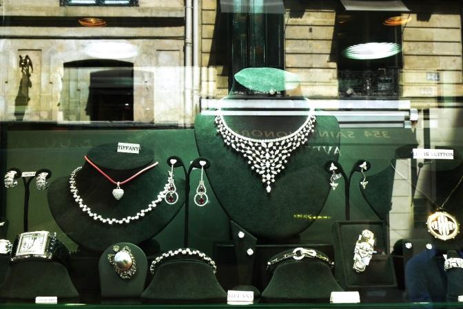 Paris-bijoux-vintage-Miller-vitrine-collier