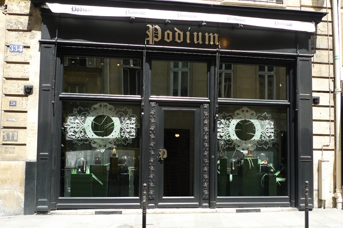 Podium_boutique_rue_saint_honore