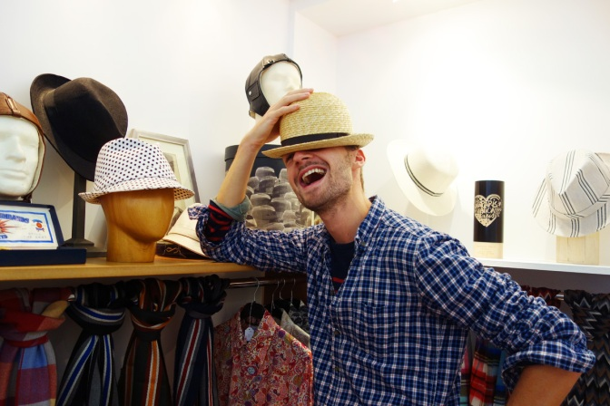 Anthony-Peto-Fred-cutbyfred-Chapeau-rond-rire