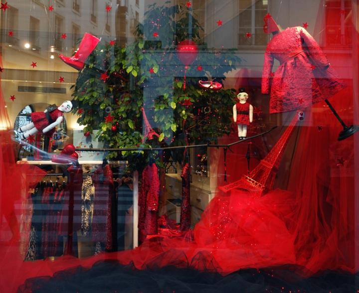 Baby-Tuileries-Vitrine-Lanvin-Petite-Rouge-15