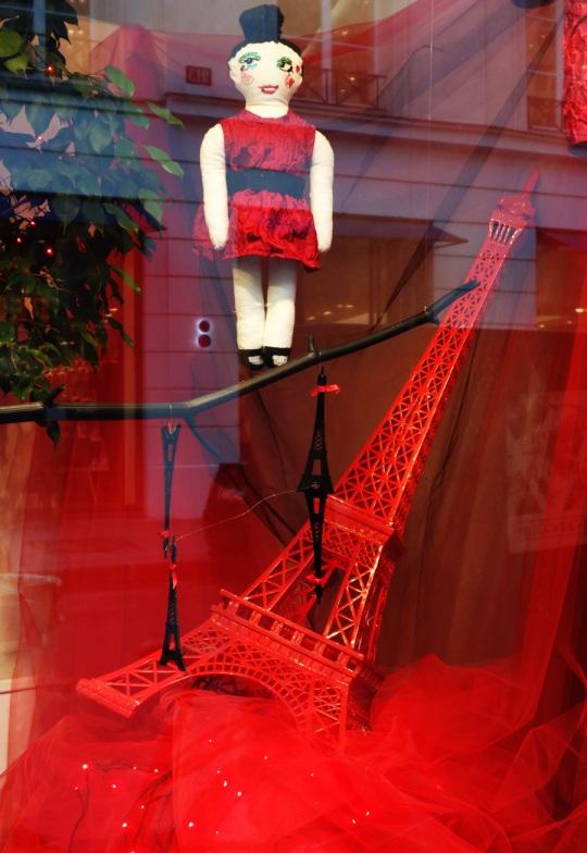 Baby-Tuileries-Vitrine-Lanvin-Petite-Rouge-9