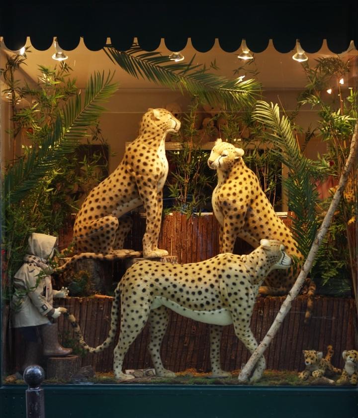 Baby-Tuileries-Vitrine-Noel-2012-Leopards-1