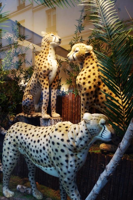 Baby-Tuileries-Vitrine-Noel-2012-Leopards-3