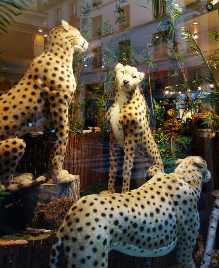Baby-Tuileries-Vitrine-Noel-2012-Leopards-6