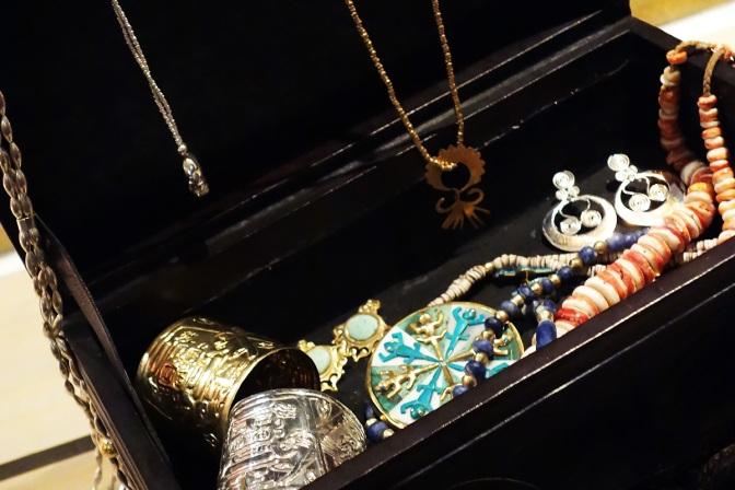 24-01-2013-Motche-vernissage-bijoux-featured