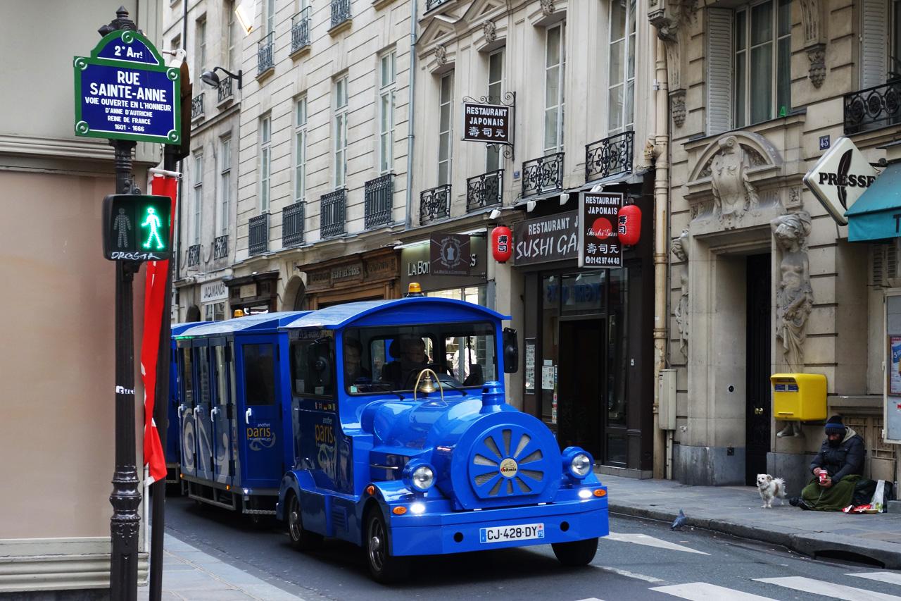 train-bleu-rue-sainte-Anne