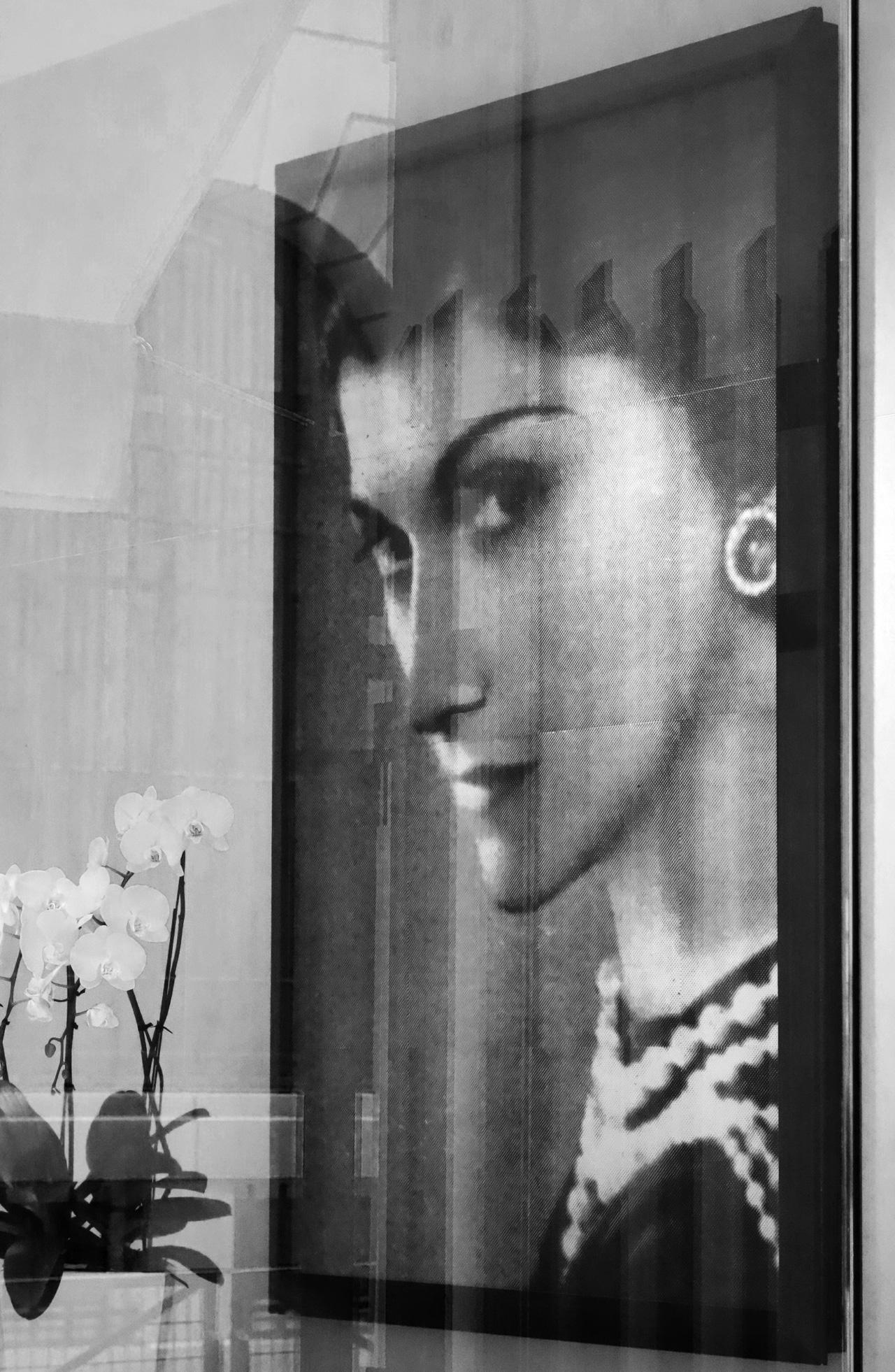 Chanel-vitrine-rue-Cambon-00_gabrielle