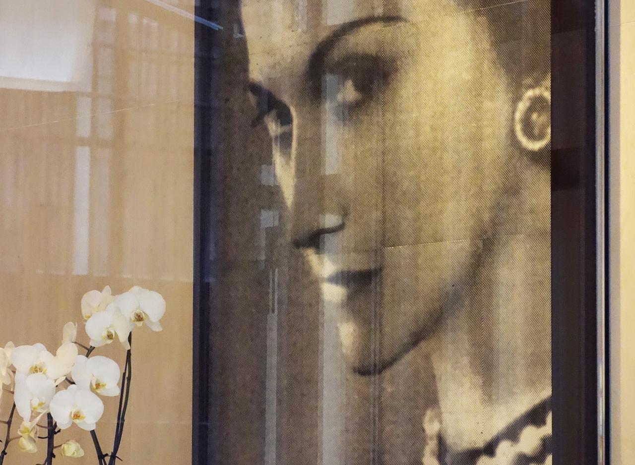 Chanel-vitrine-rue-Cambon-00_gabrielle_coco
