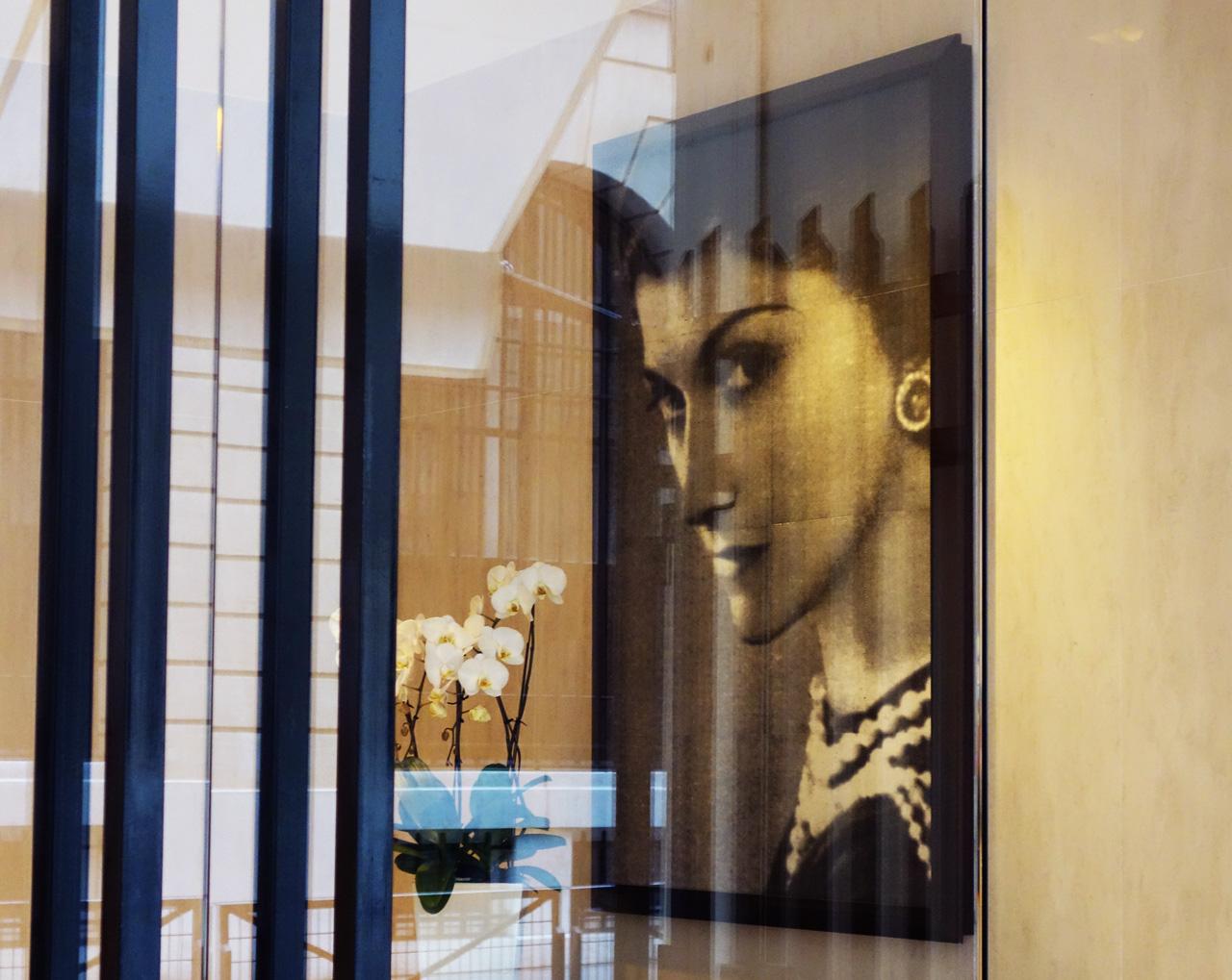 Chanel-vitrine-rue-Cambon-00_portrait