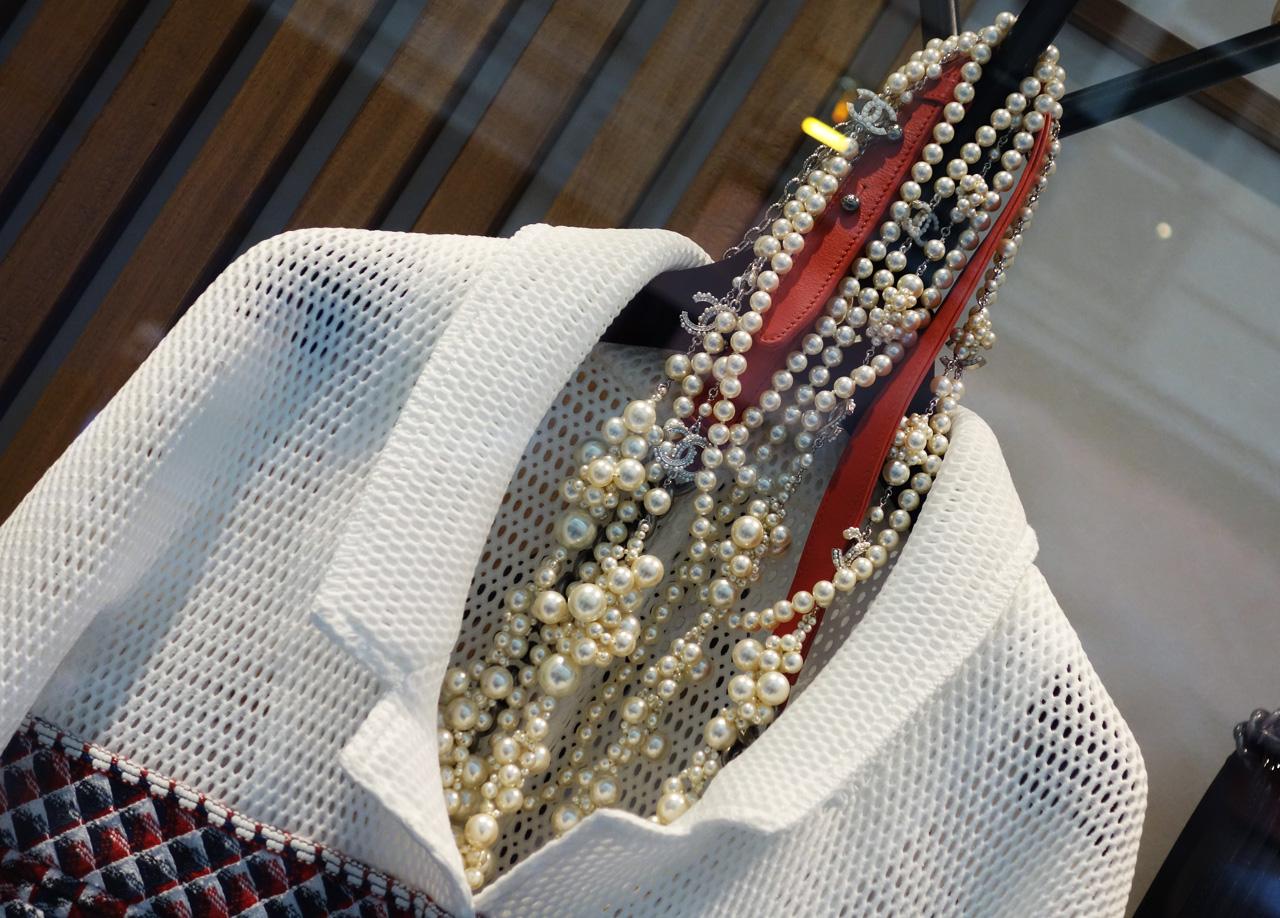 Chanel-vitrine-rue-Cambon-02