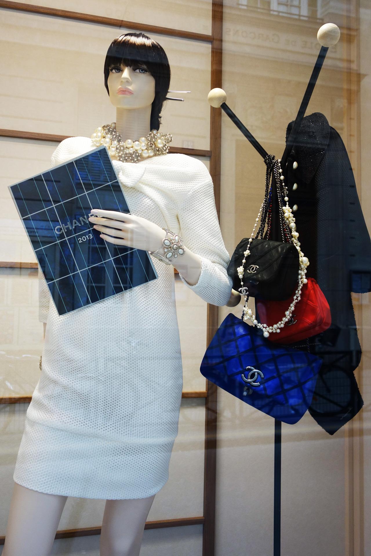 Chanel-vitrine-rue-Cambon-11