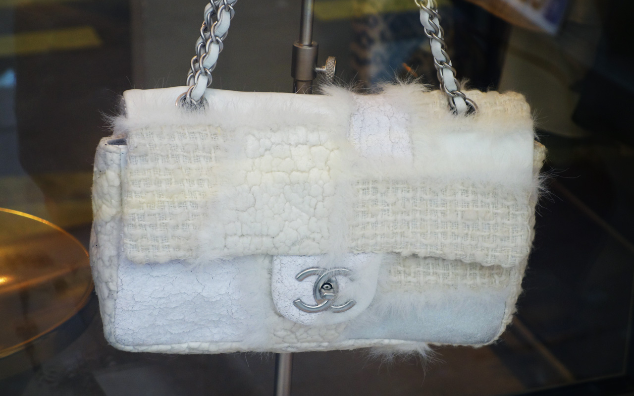 WK-Saint-Honore-Chanel-Vintage-white-bag