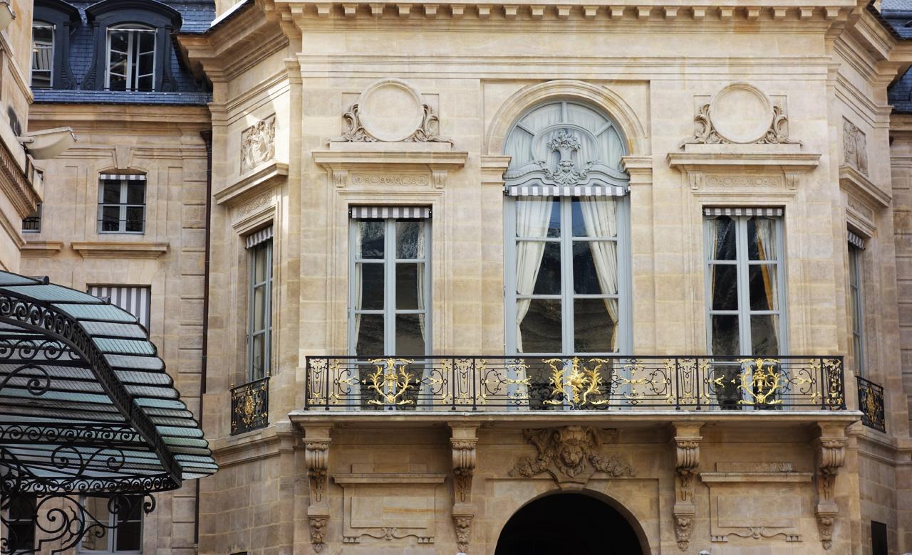 Paris-place-Valois