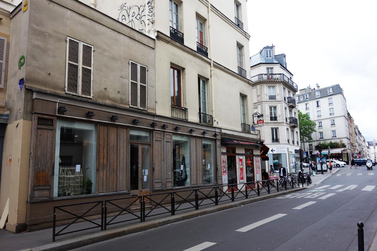 David-Gaillard-Les-Curieuses-boutique-facade-rue-Oberkampf