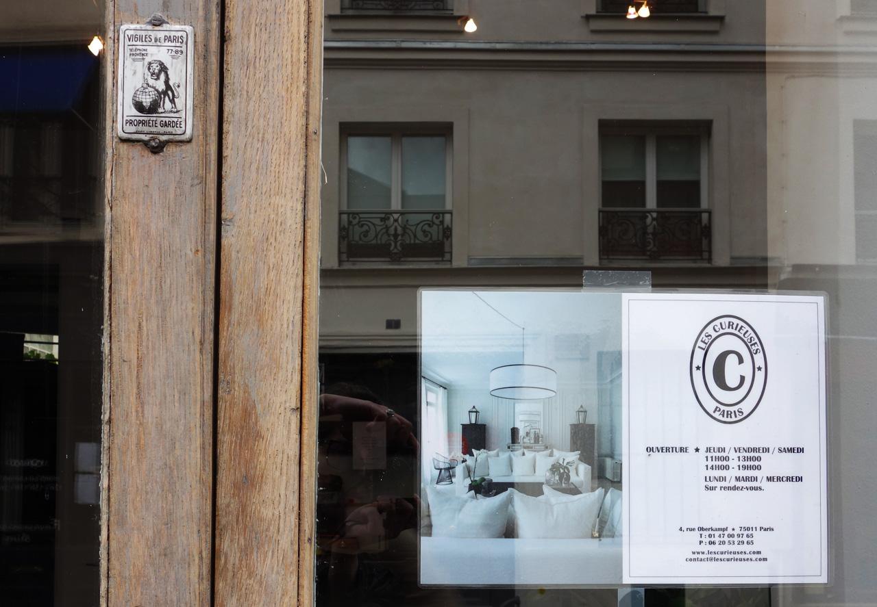 David-Gaillard-Les-Curieuses-boutique-porte-2