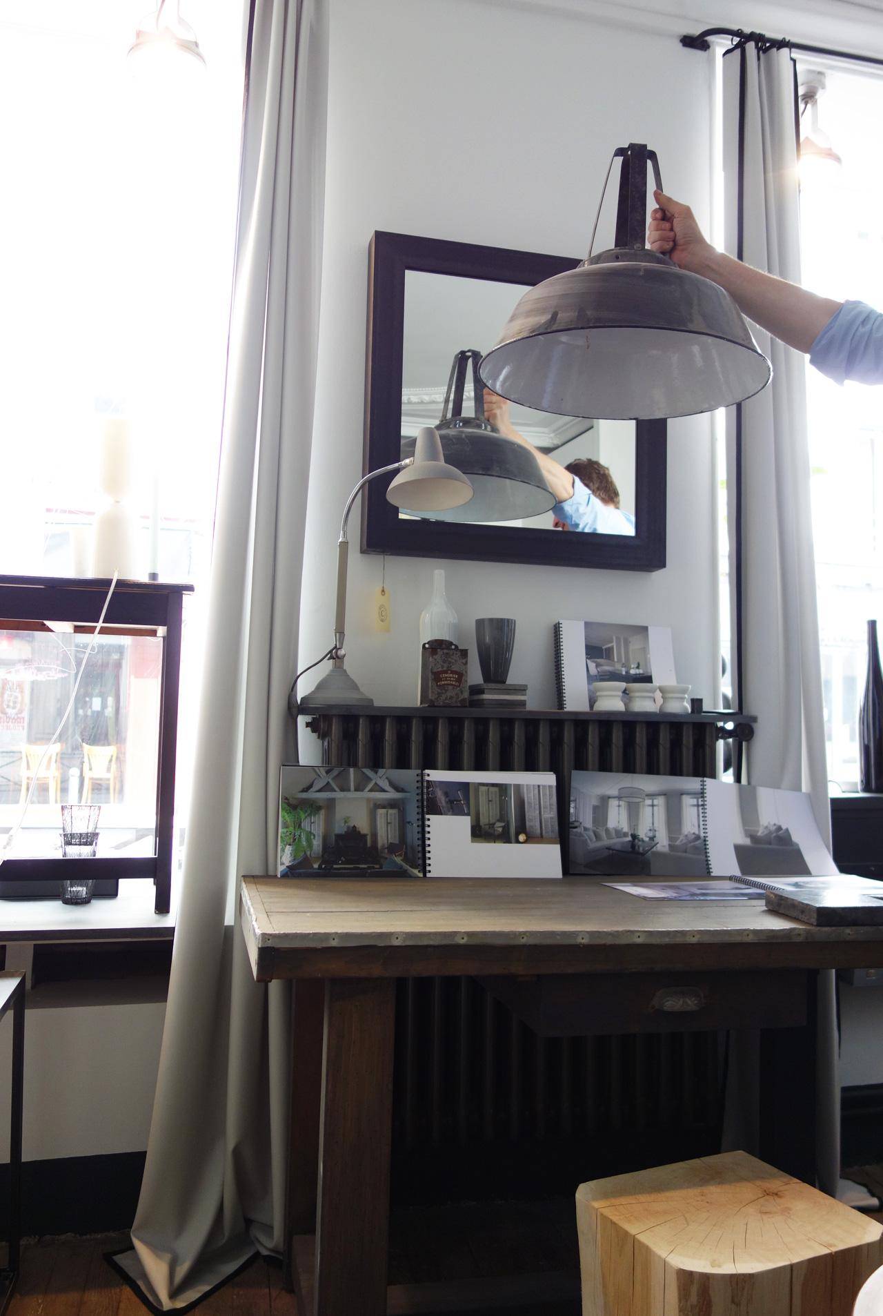 David-Gaillard-Les-Curieuses-deco-table-lampe