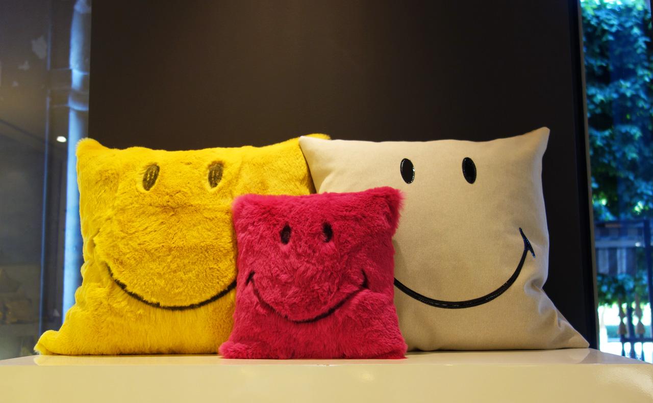 Maison-de-Vacances-coussin-smiley
