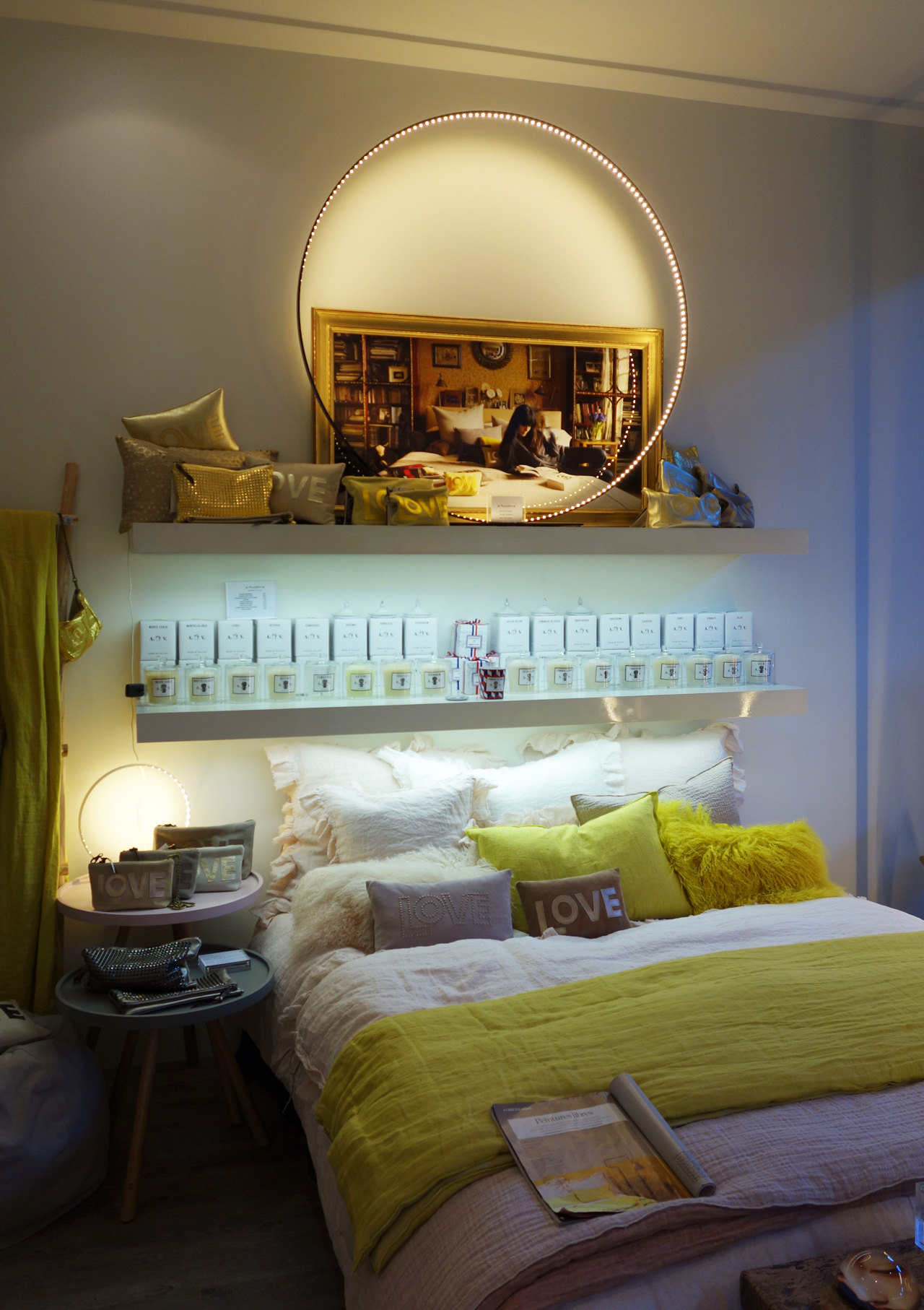 Maison-de-Vacances-lit-lampe