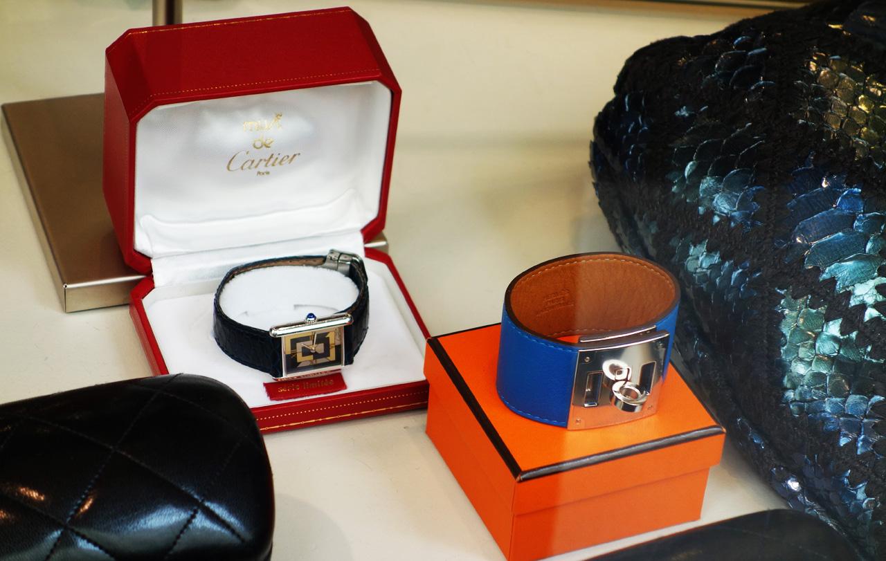 WK-vitrine-montre-cartier-bracelet-hermes
