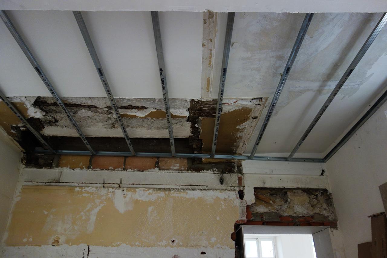 09-11-bureau-plafond