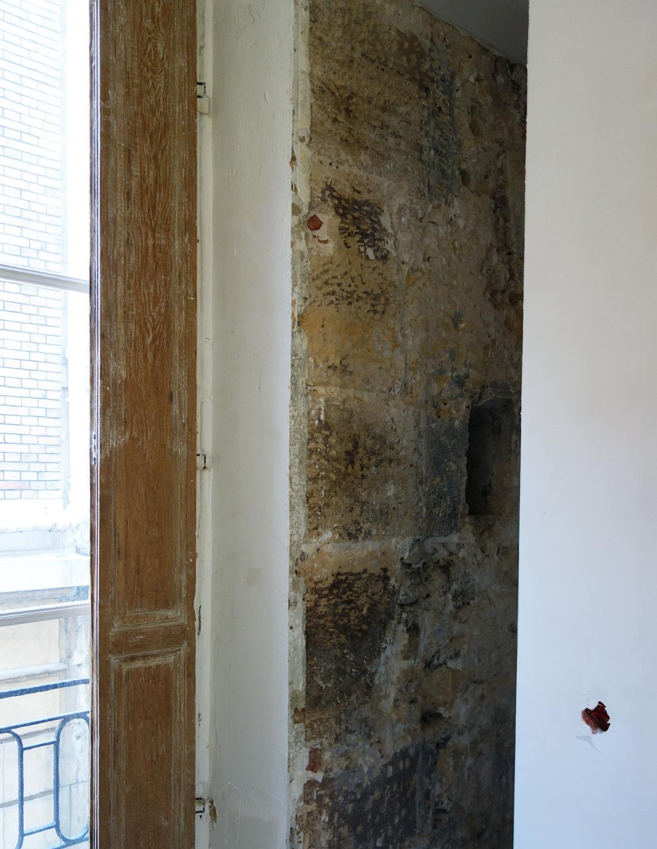 10-23-bureau-volets-mur-brut