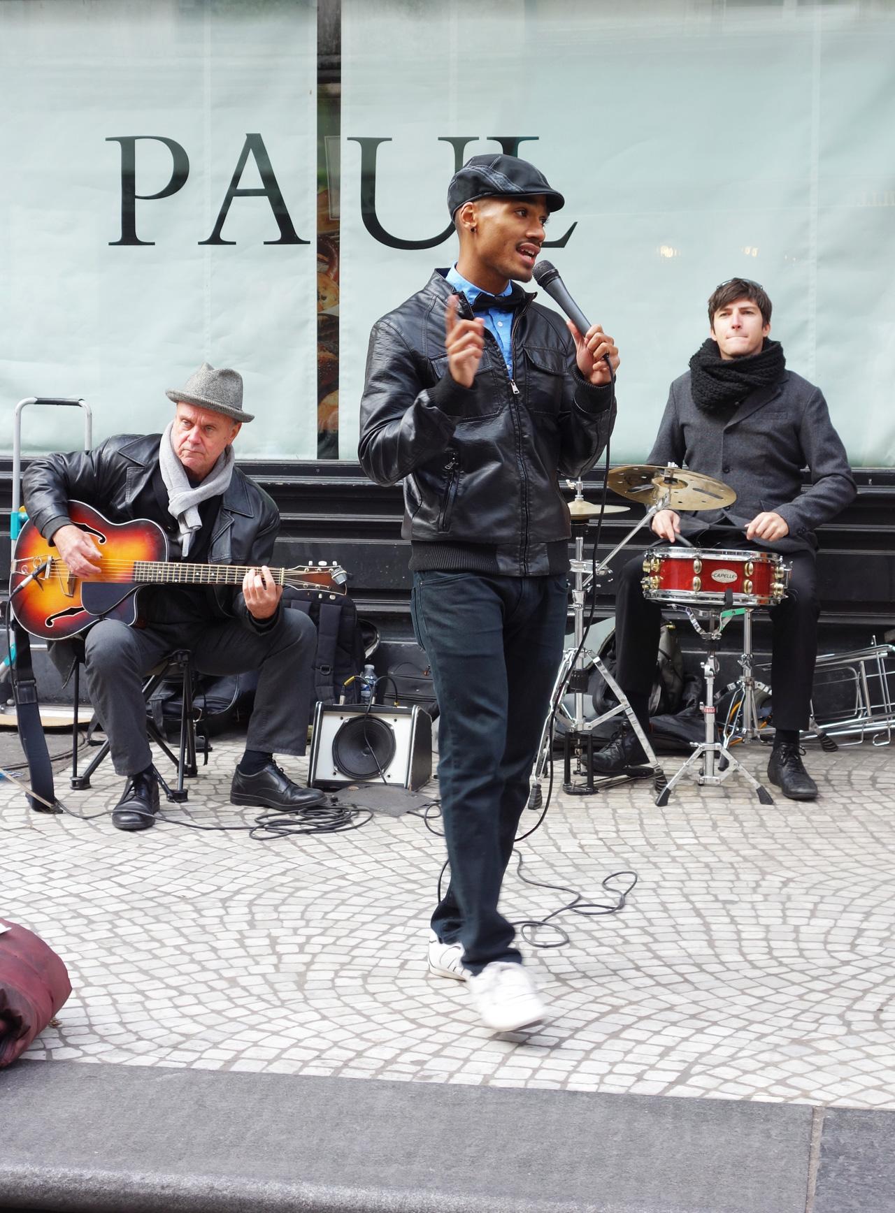 *rue-montorgueil-dimanche-band-crooner