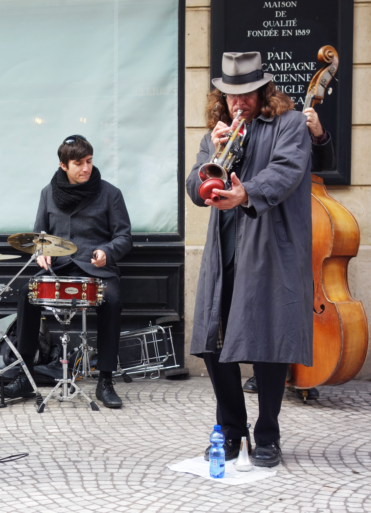 *rue-montorgueil-dimanche-trompette