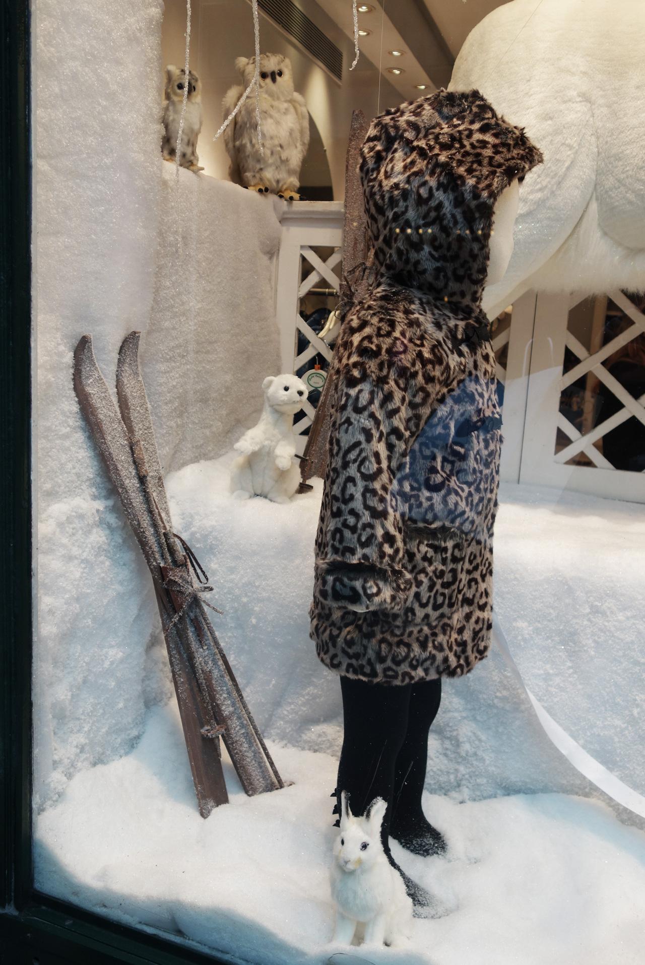 Baby-Tuileries-vitrines-noel-2013-blanche-girl-leopard