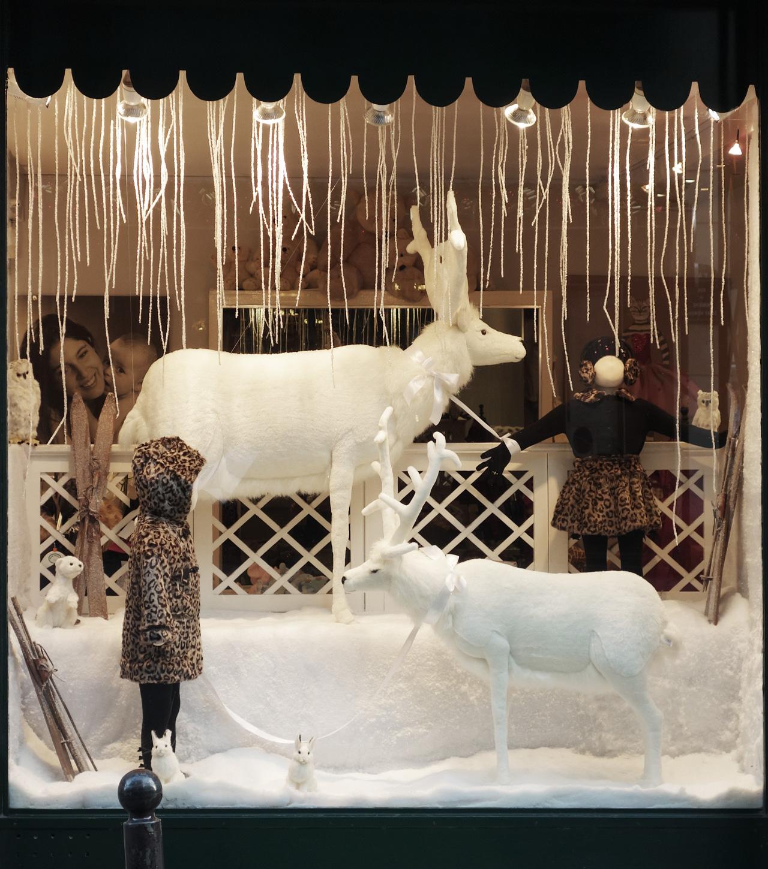 Baby-Tuileries-vitrines-noel-2013-blanche