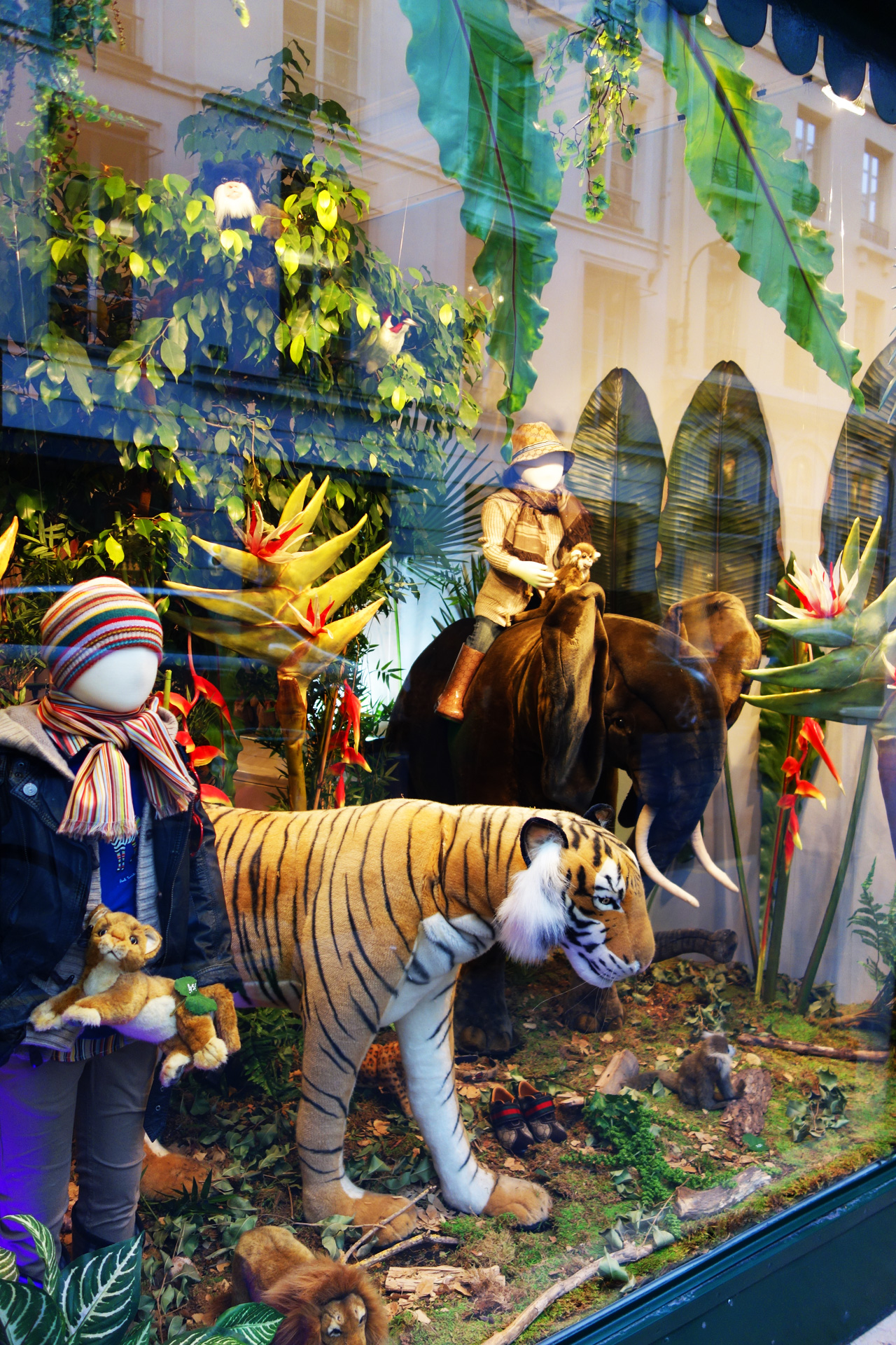 Baby-Tuileries-vitrines-noel-2013-jungle-2