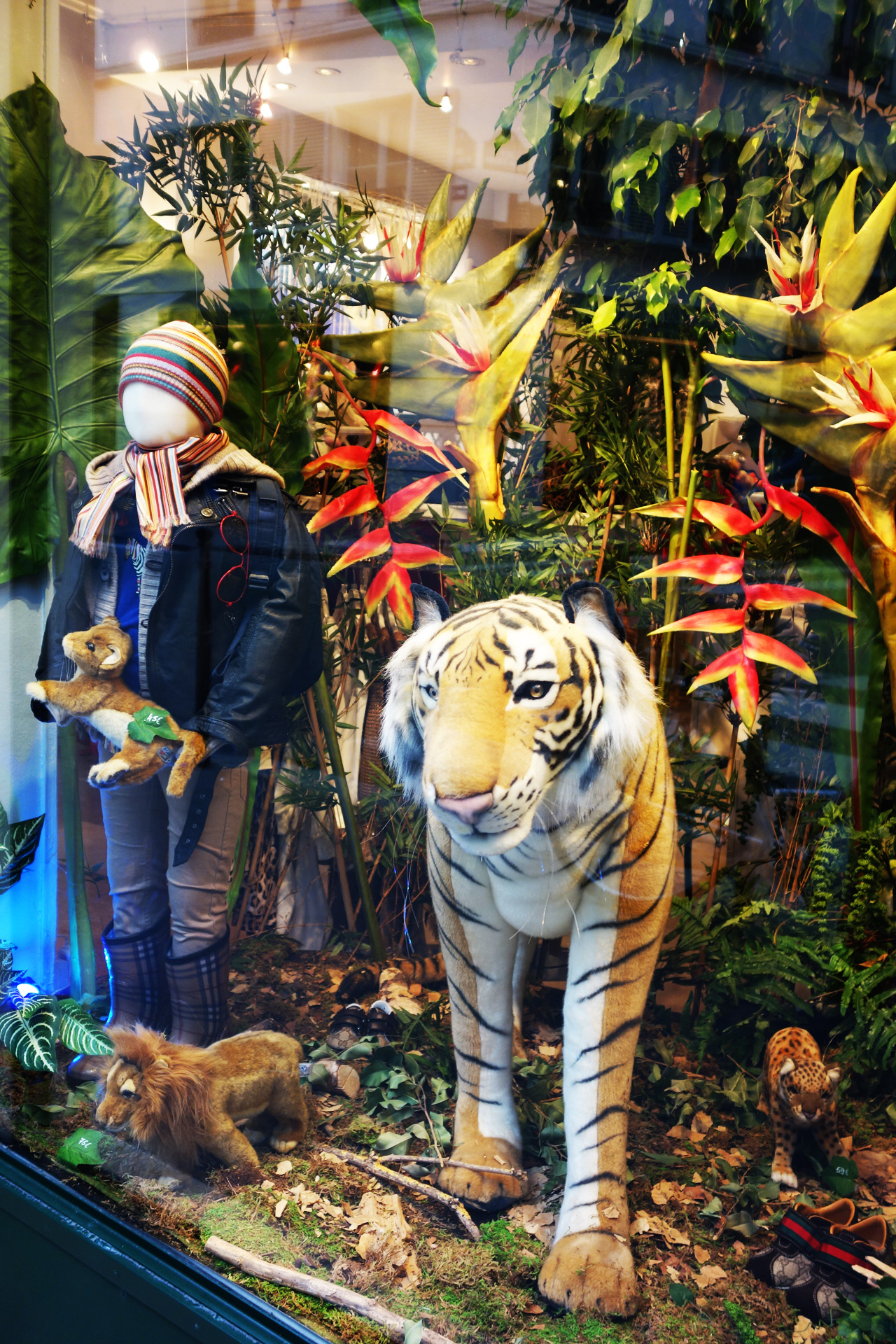 Baby-Tuileries-vitrines-noel-2013-jungle-boy-tigre-2