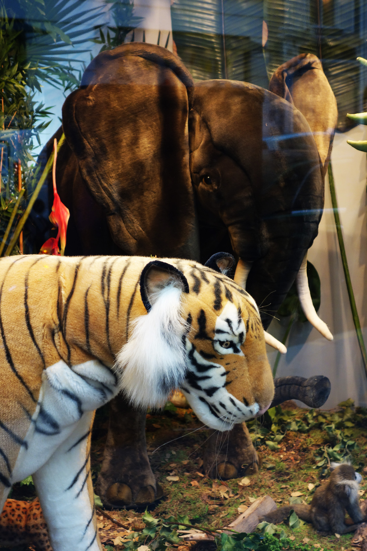 Baby-Tuileries-vitrines-noel-2013-jungle-tigre-elephant