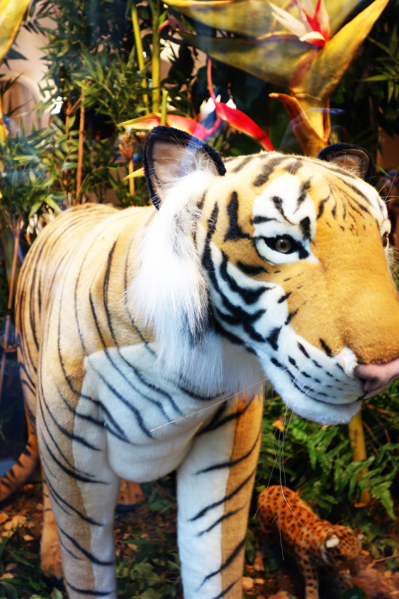Baby-Tuileries-vitrines-noel-2013-jungle-tigre
