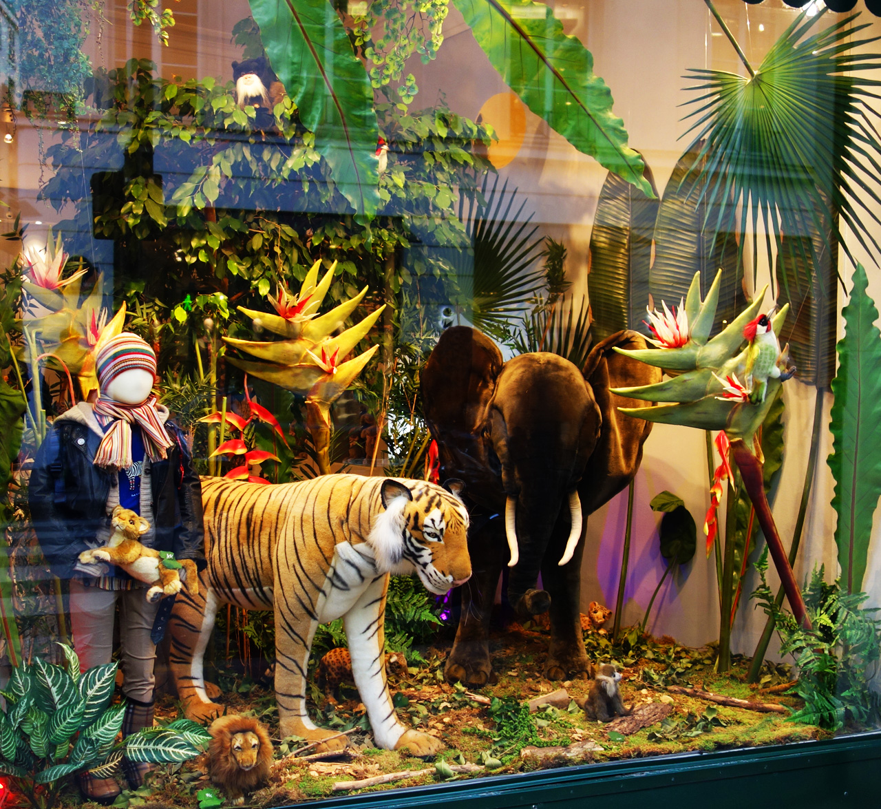 Baby-Tuileries-vitrines-noel-2013-jungle